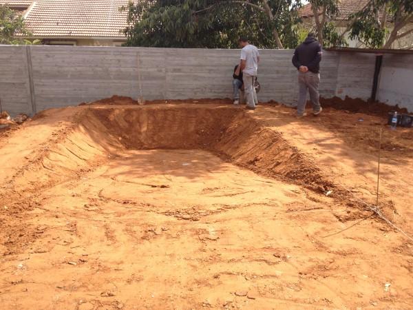 פרוייקט בניית בריכות שחיה בכפר קרע
