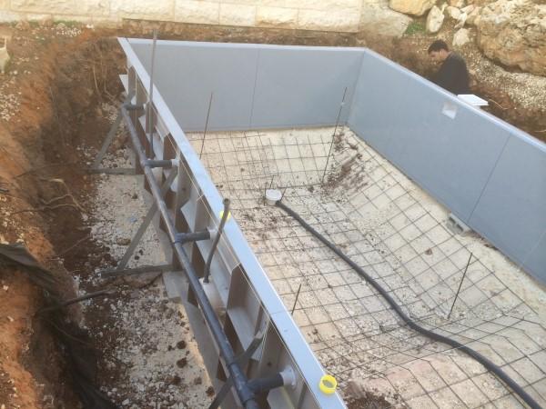בניית בריכות שחיה בכפר טרומן