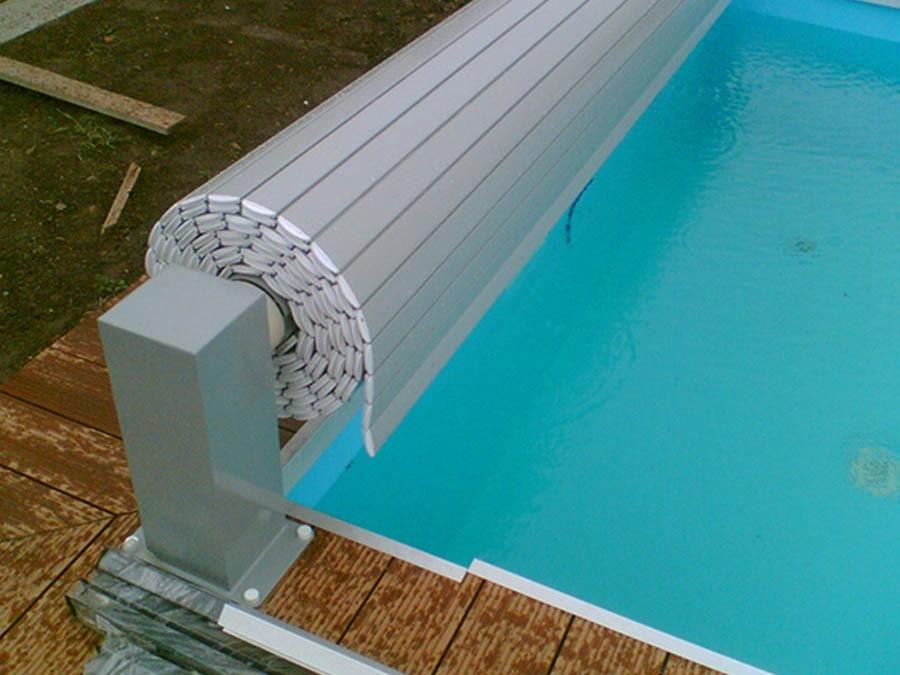 כיסוי בטיחותי לבריכת שחייה