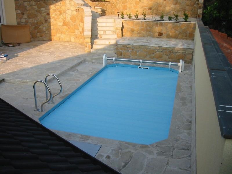 כיסוי בטיחותי לבריכות שחייה